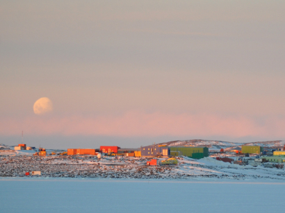 China helping to repatriate ill Australian expeditioner from Antarctica