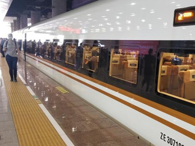 China's high-speed rail pilots 'quiet carriages'