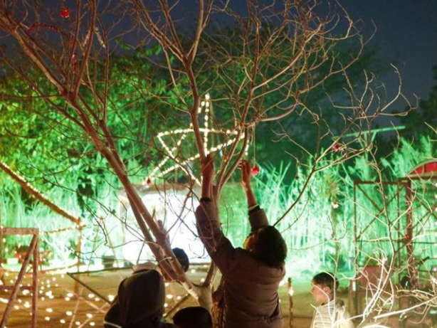 Children view Christmas decorations on Christmas Eve in Islamabad
