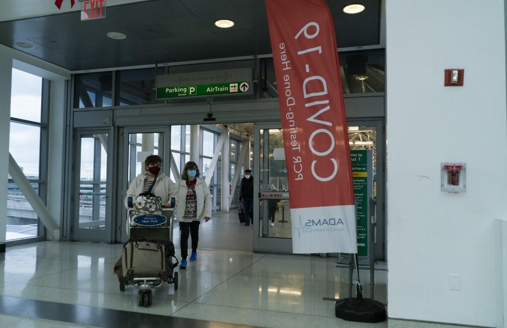 US requires negative virus test for UK arrivals