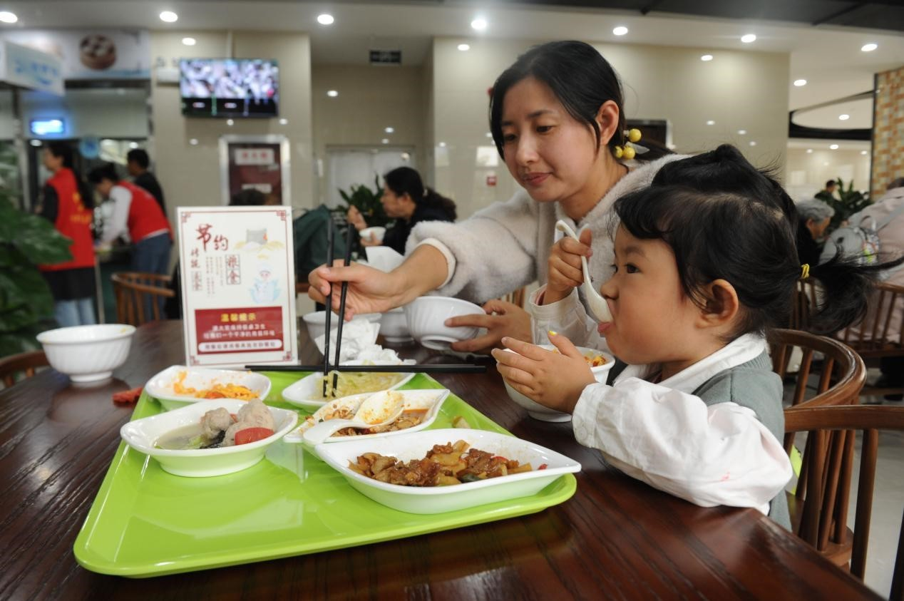 Small community canteens in China bring great benefits to residents