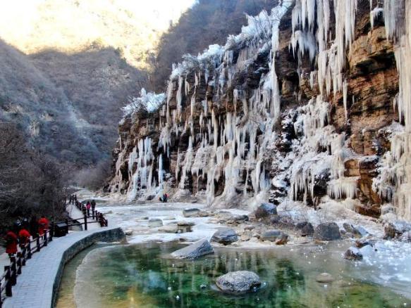 Scenery of frozen waterfalls at Yuntai Mountain scenic spot in Henan
