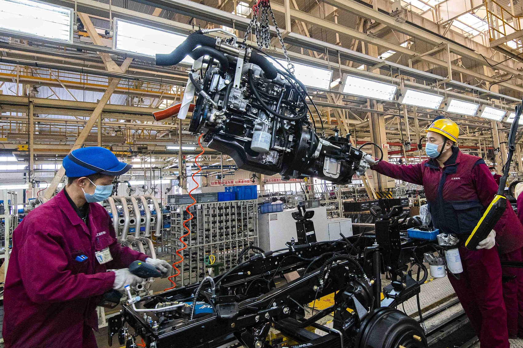 China's industrial profits up 15.5 pct in November