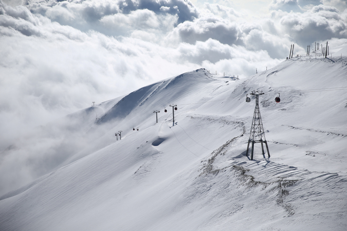 10 climbers killed in Iran after heavy snowfall