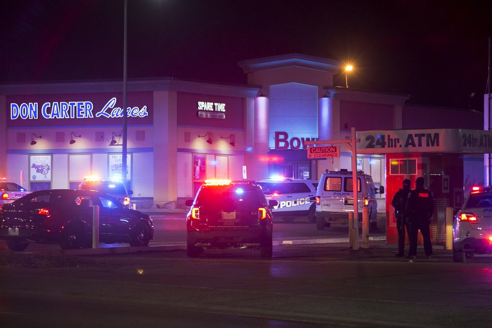 Shooting at Illinois bowling alley leaves 3 dead, 3 injured