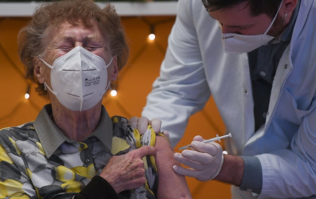 EU begins vaccinations to end Covid 'nightmare'