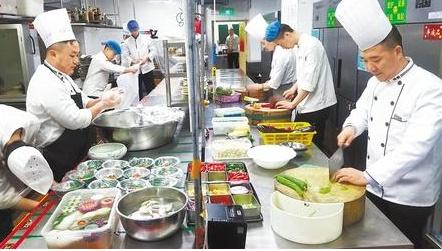 Restaurants make flexible arrangements to guarantee New Year's Eve dishes