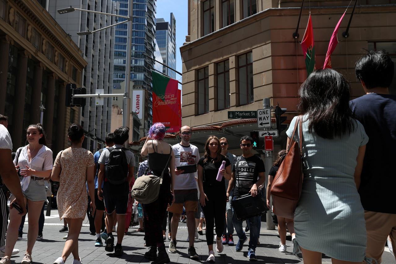 Sydney bans New Year crowds as Australian virus cluster grows