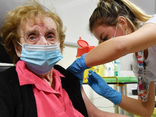 France starts vaccination campaign