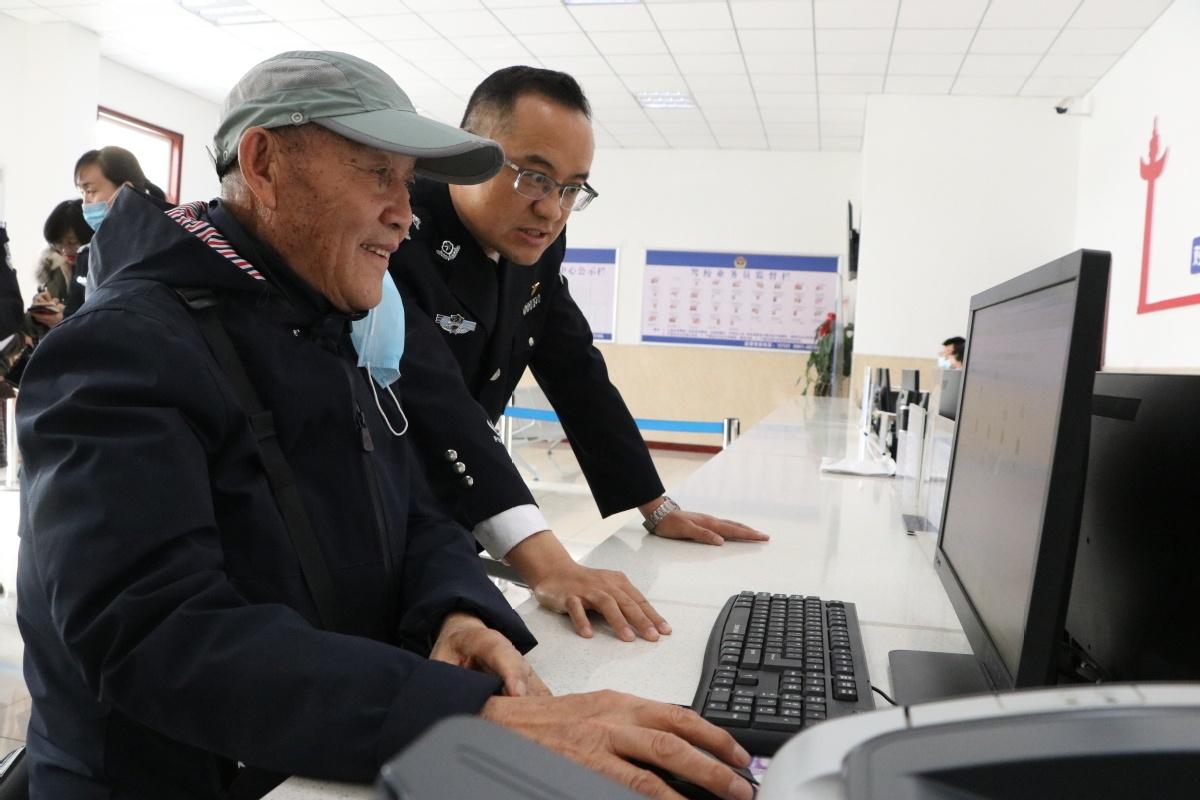 Plan to end digital divide for elderly