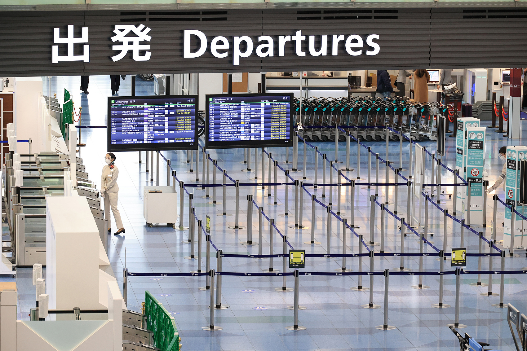 Japan suspends entry of non-resident foreigners amid concerns over new virus strain