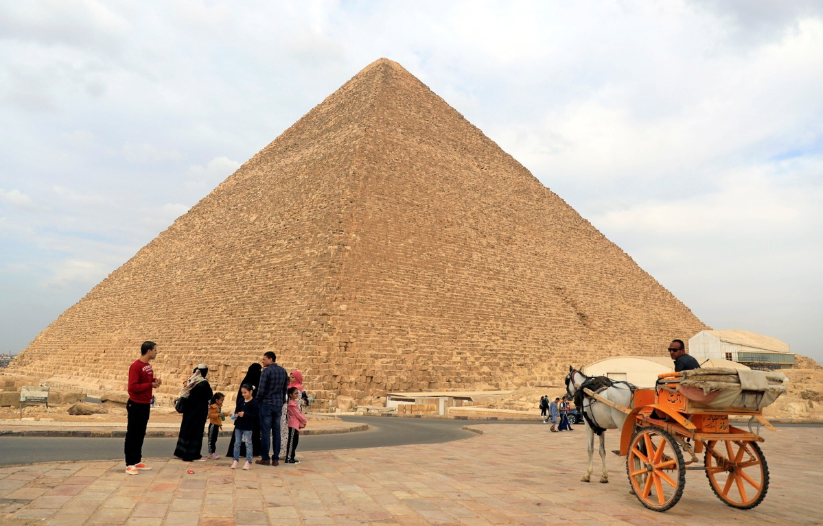 Hardships spur illegal digging for artifacts in Egypt