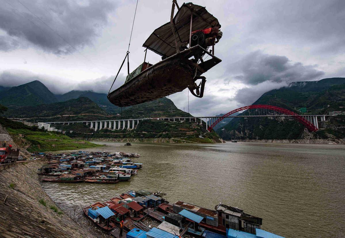 Crackdown on illegal Yangtze River fishing nets big haul