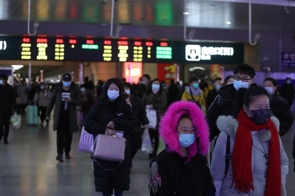 Chinese premier stresses epidemic control during Spring Festival travel rush
