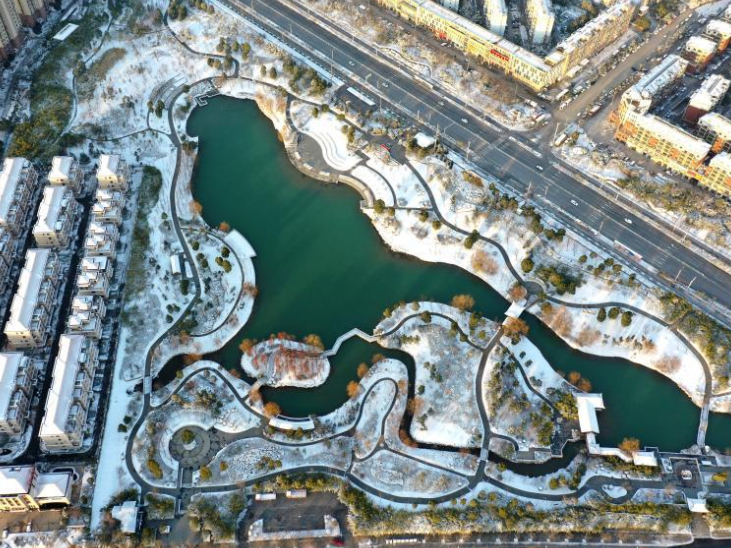 Snow scenery at park in Chuzhou City, east China