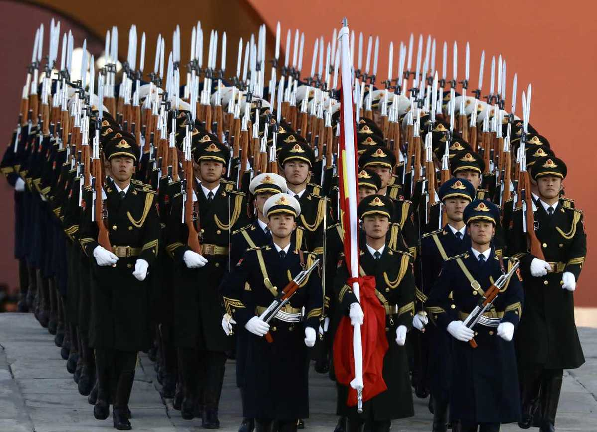 New year unfurls with raising of flag at Tian'anmen Square