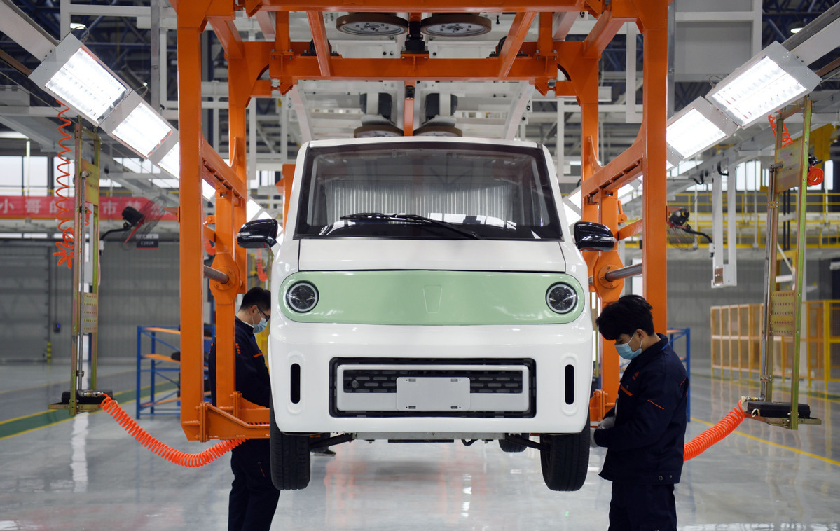 China cuts subsidies on NEVs for healthier development