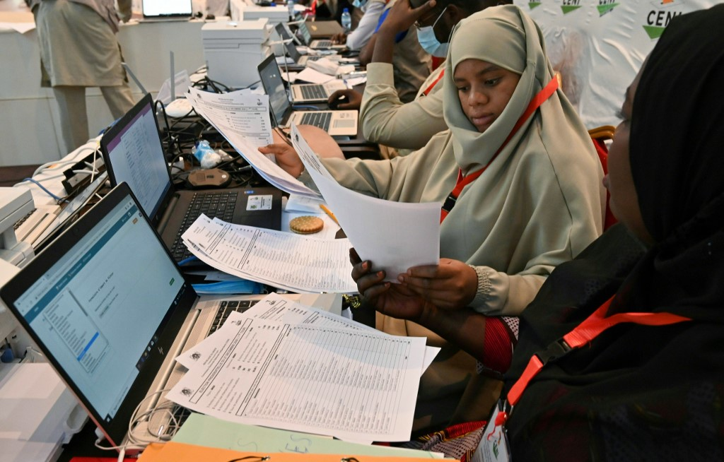 Niger's presidential election goes to second round