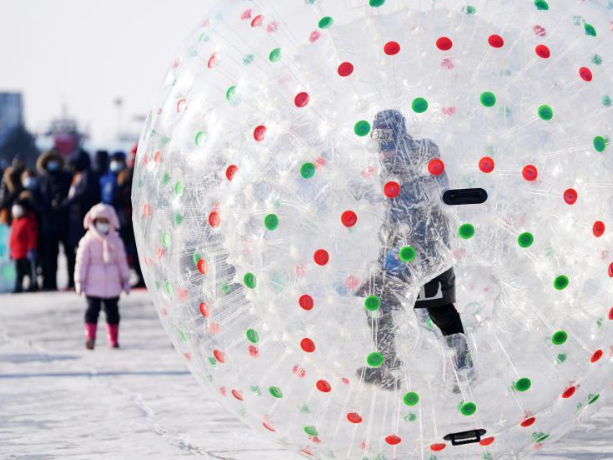 People have fun on frozen Songhua River in Harbin
