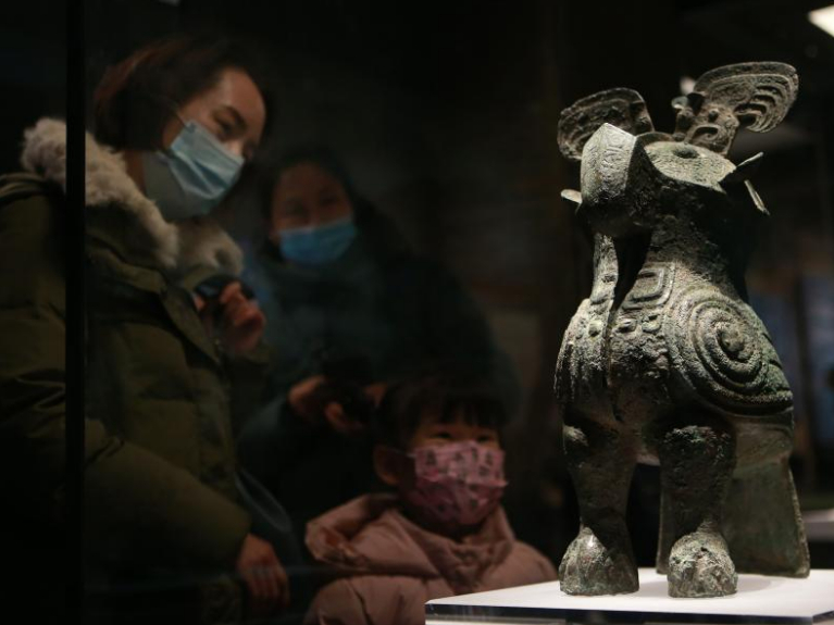 People visit Henan Museum during New Year holiday