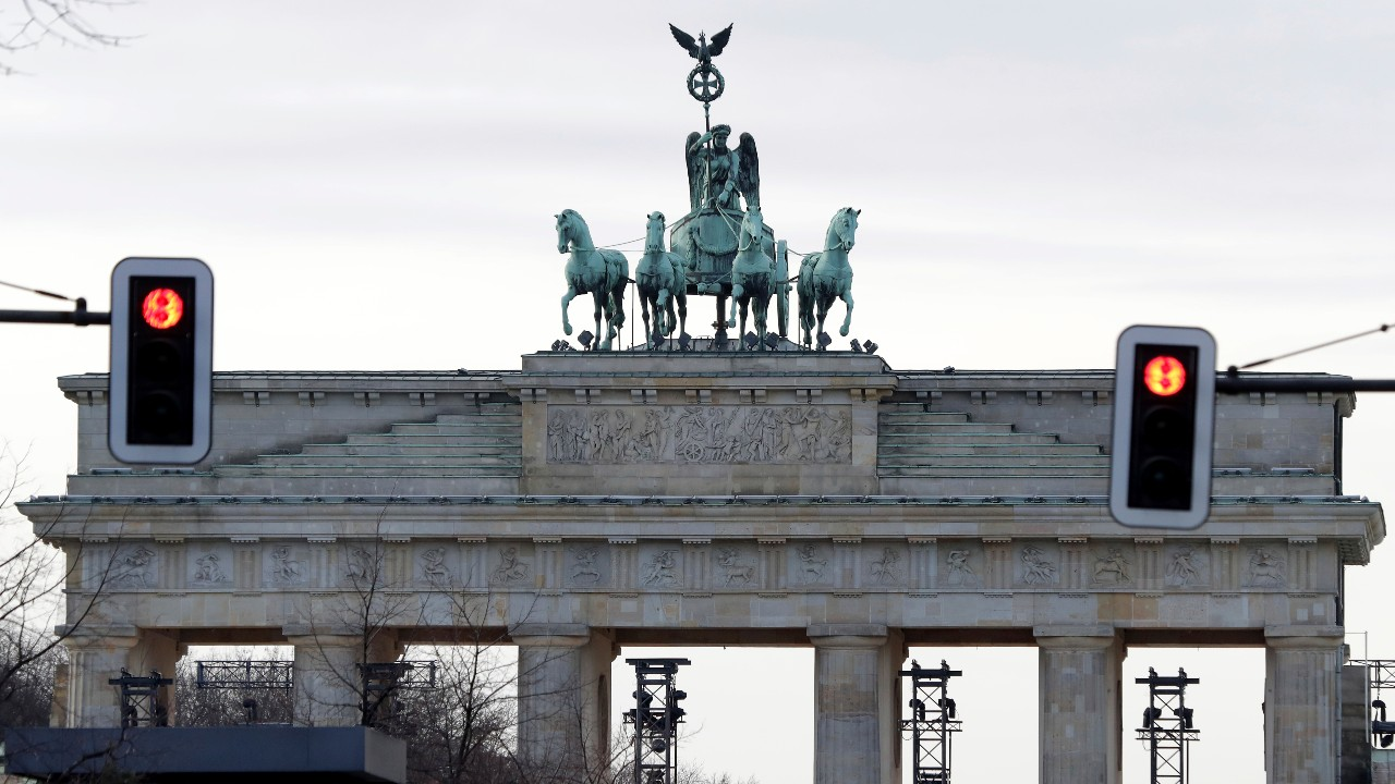 Germany set to extend restrictions after first four-figure case rise