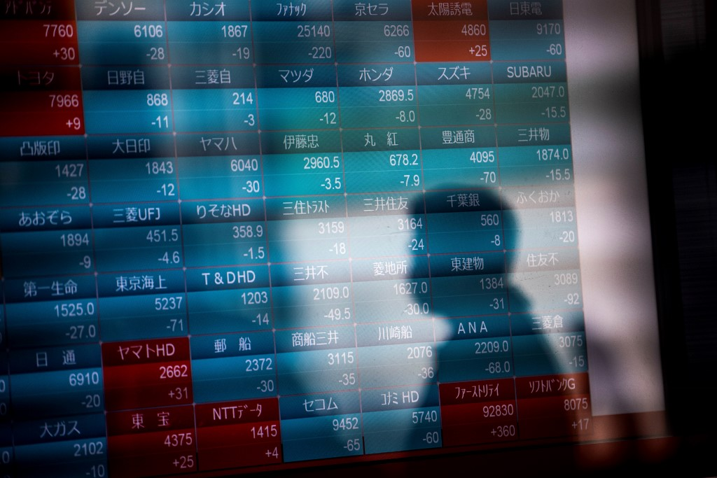 Tokyo stocks close down on first trading day of year