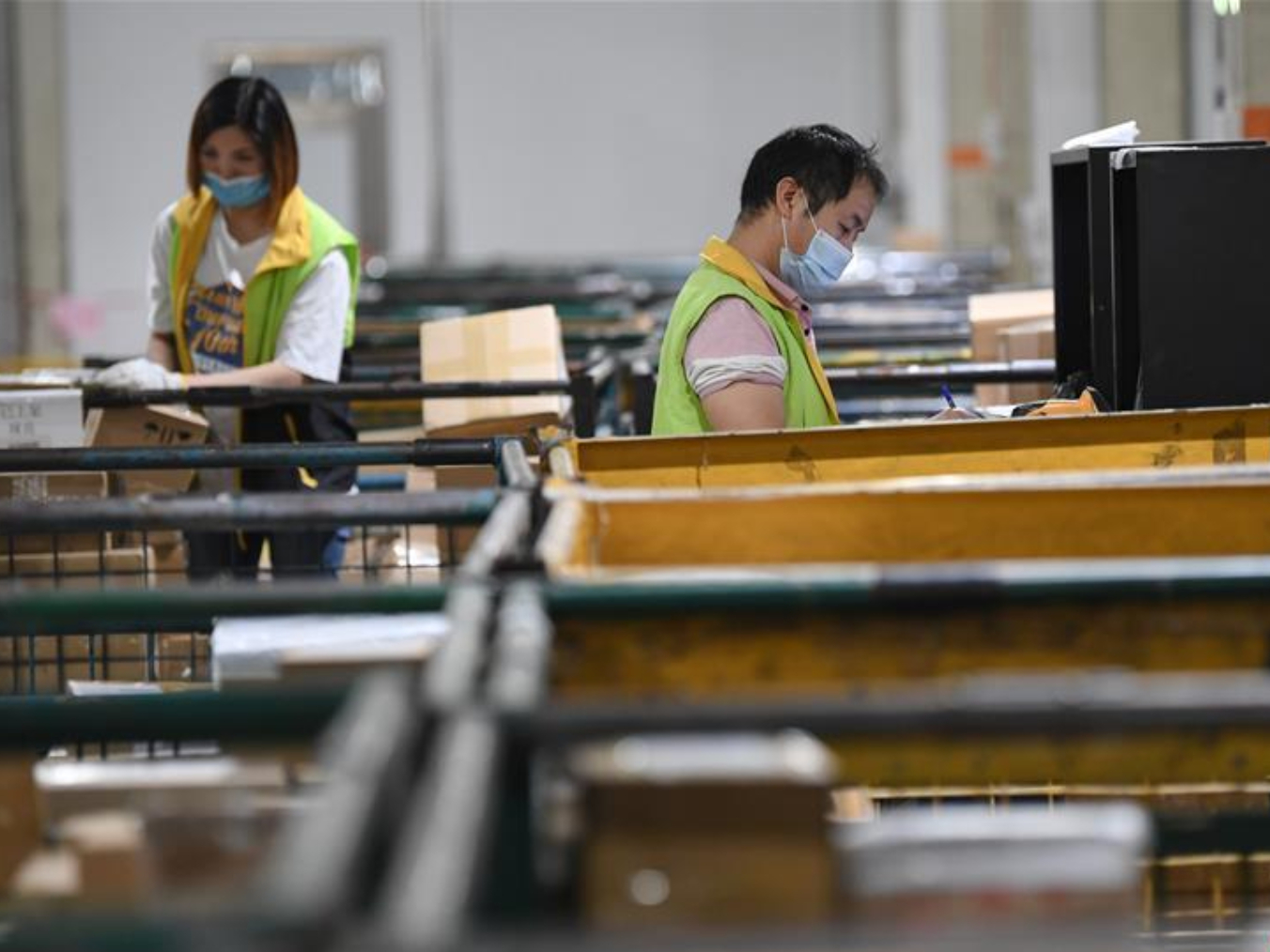 China's logistics sector maintains expansion in December