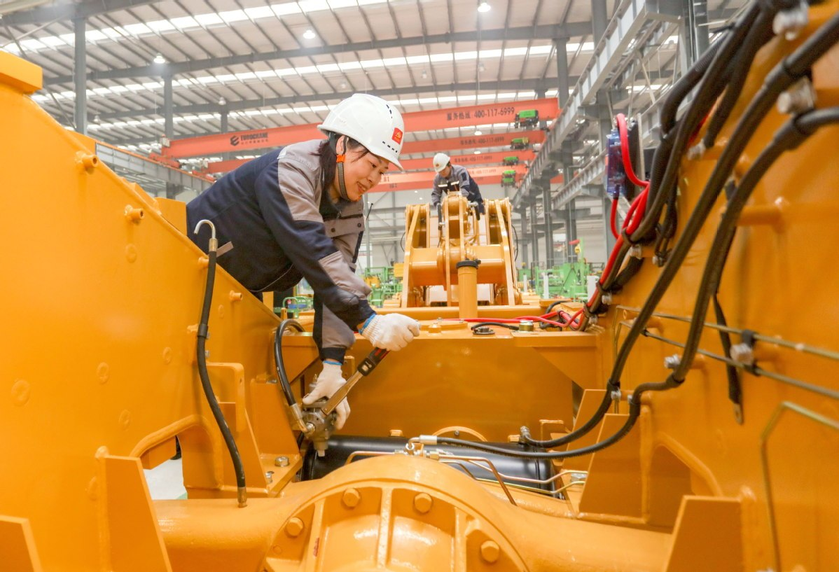 Manufacturing PMI eases to 53 in Dec