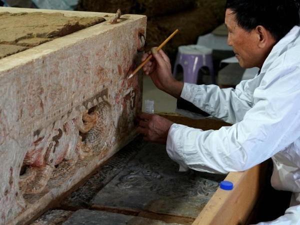 1,400-yr-old tomb reveals religious exchanges