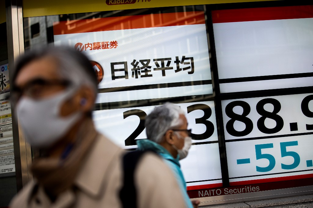Tokyo's Nikkei closes lower ahead of state of emergency