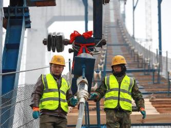 Kaizhou Lake grand bridge under construction in SW China