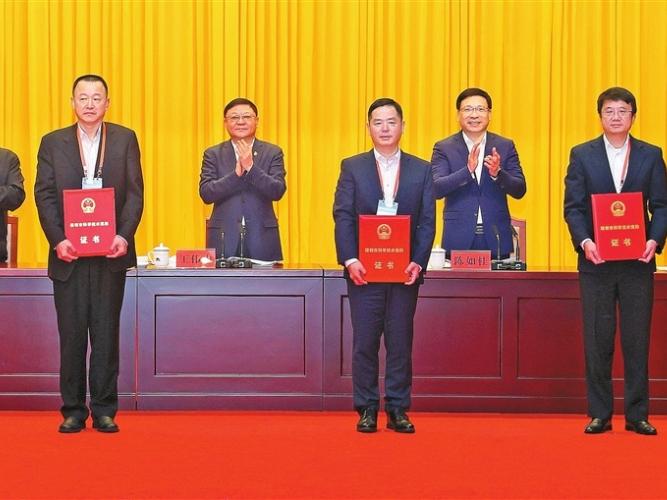 Two scientists win Mayor's Award in Shenzhen