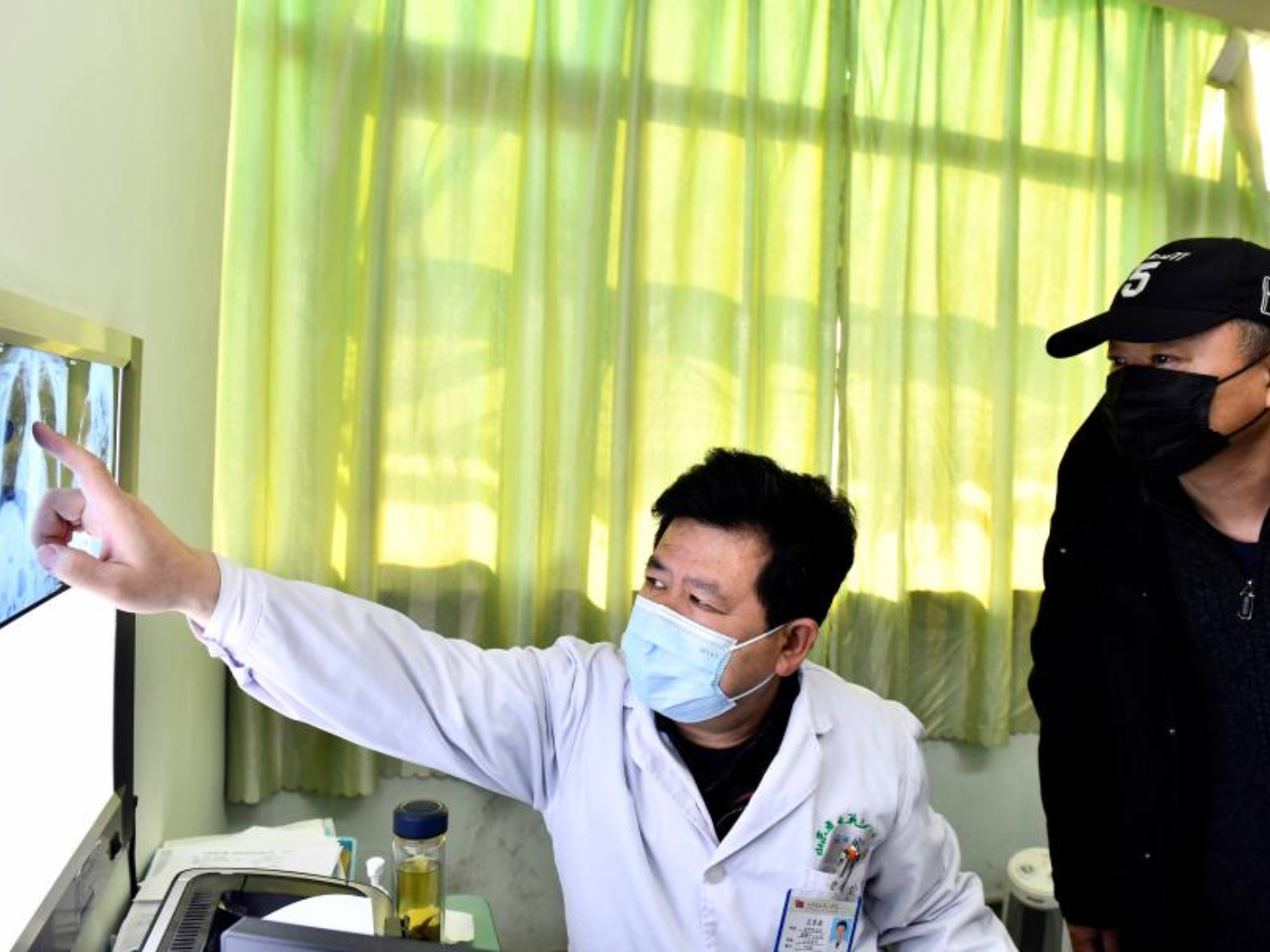 Doctor aided fight against COVID-19 in Wuhan receives vaccine injection