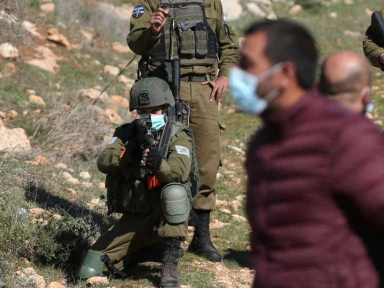 Israeli soldiers clash with Palestinian protesters in east of Nablus