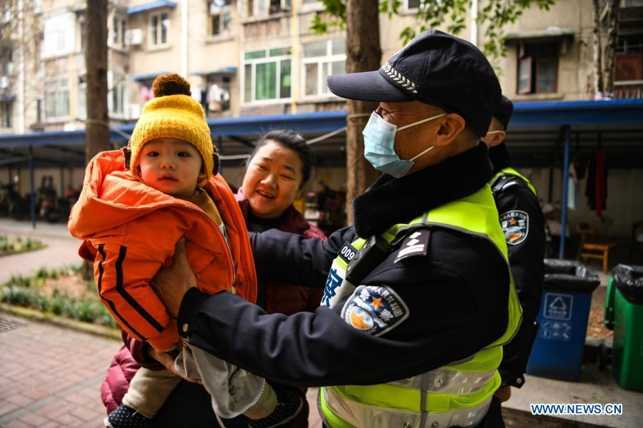 """Pic story: people's policeman and his """"last"""" police day"""