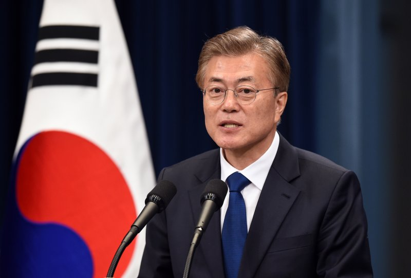 S.Korea can hold dialogue with DPRK anytime, anywhere, even in contactless way: Moon