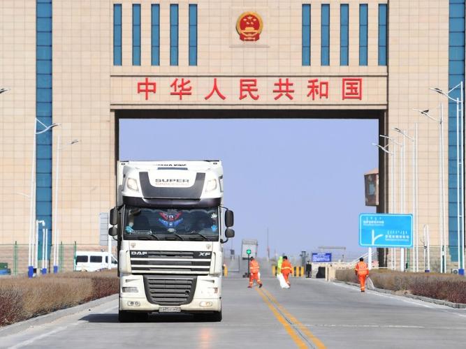 Xinjiang land port sees booming cross-border e-commerce