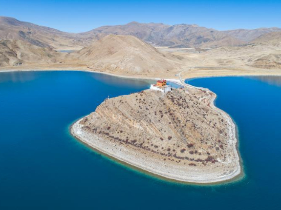 Scenery of Yumzhog Yumco Lake in Tibet