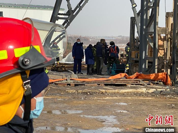 Gold mine rescue in Shandong encounters difficulties