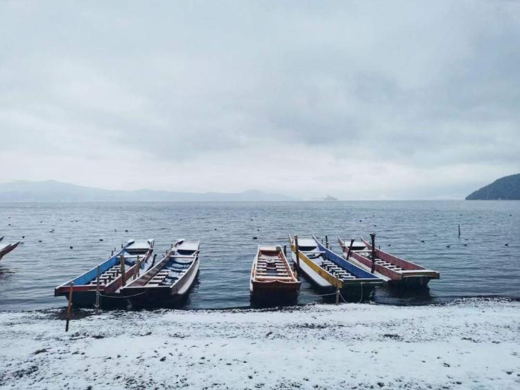 SW China lake looks like fairyland after heavy snow