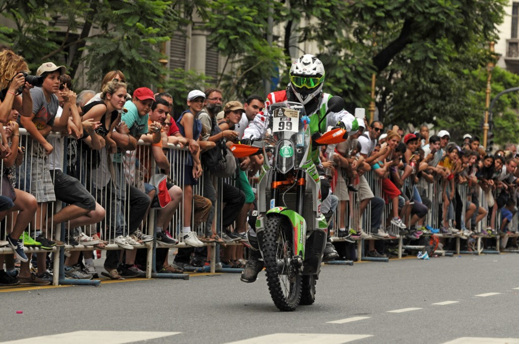 French motorcyclist dies after Dakar Rally fall