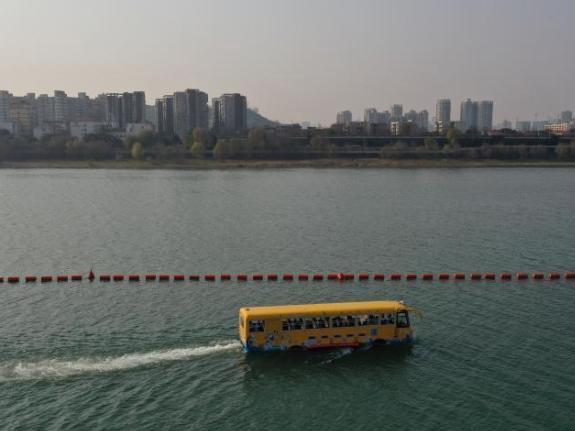 Amphibious vehicle debuts in C. China