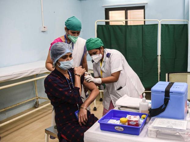India kicks off vaccination drive to fight COVID-19