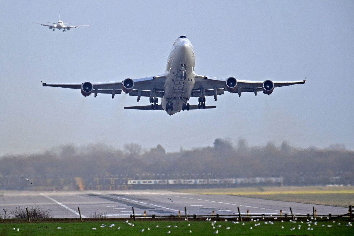 UK aviation sector calls for urgent support amid tightened travel restrictions