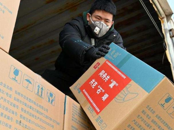 China's Hubei Province sends anti-epidemic supplies to virus-hit Hebei