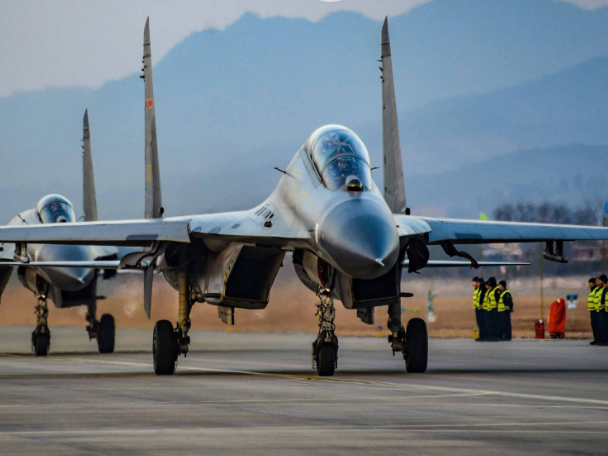 Fighter jets take off for round-the-clock flight