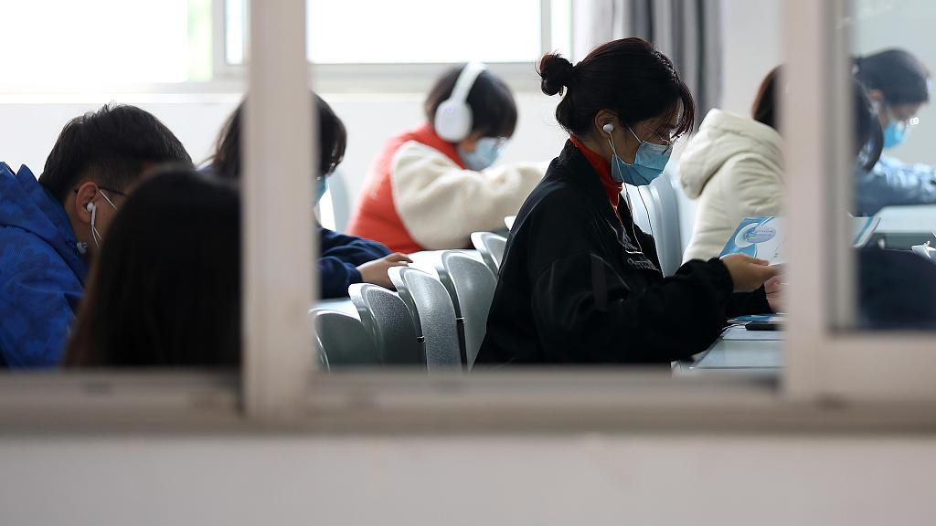 China mulls penalties for identity theft for school, college admissions