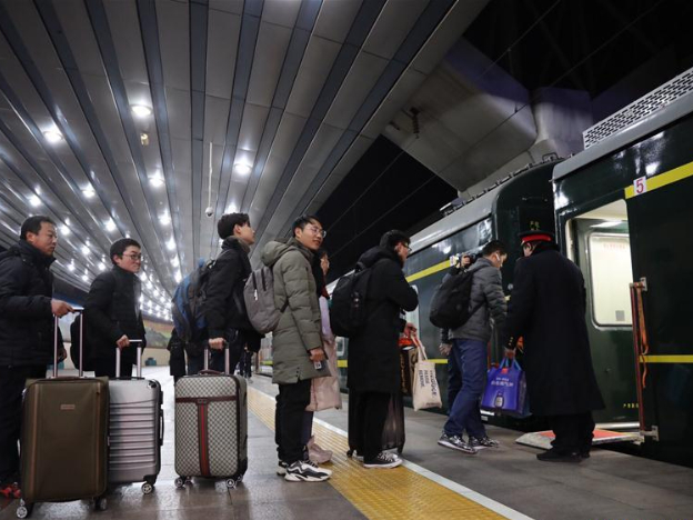 China unveils new railway schedule ahead of Spring Festival travel rush