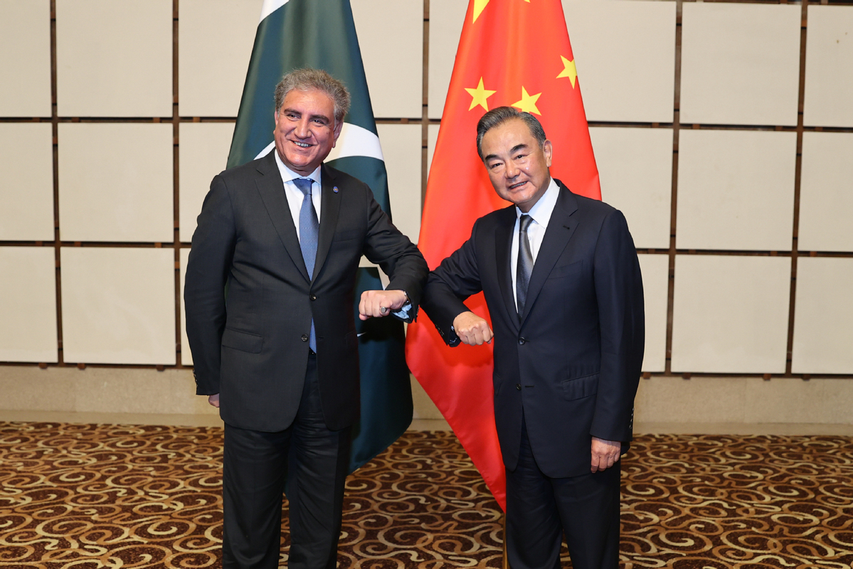 China-Pakistan friendly cooperation to move forward firmly: Chinese FM