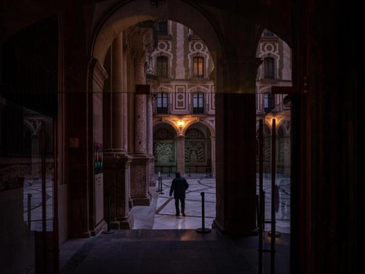 Spain logs 42,885 new COVID-19 cases, regions tightening curbs